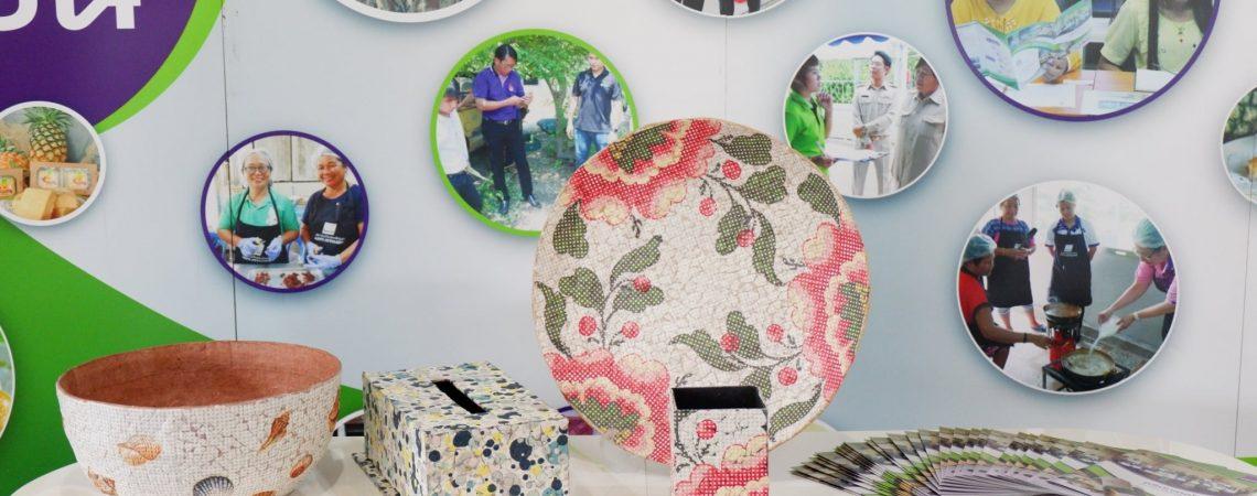ถ่ายทอดเทคโนโลยีการทำผลิตภัณฑ์จากกระดาษฟางข้าวและเปลือกไข่เหลือทิ้ง แก่สมาชิกกลุ่มวิสาหกิจชุมชนผู้ผลิตข้าวแปรรูปข้าวกล้องเตาปูน บ้านเนินหนองบัว ตำบลเตาปูน อำเภอโพธาราม จังหวัดราชบุรี